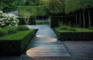 дизайнерское освещение садовой дорожки