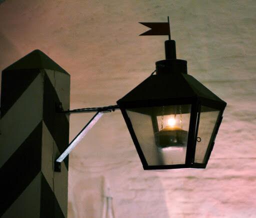 Первый уличный масляный фонарь