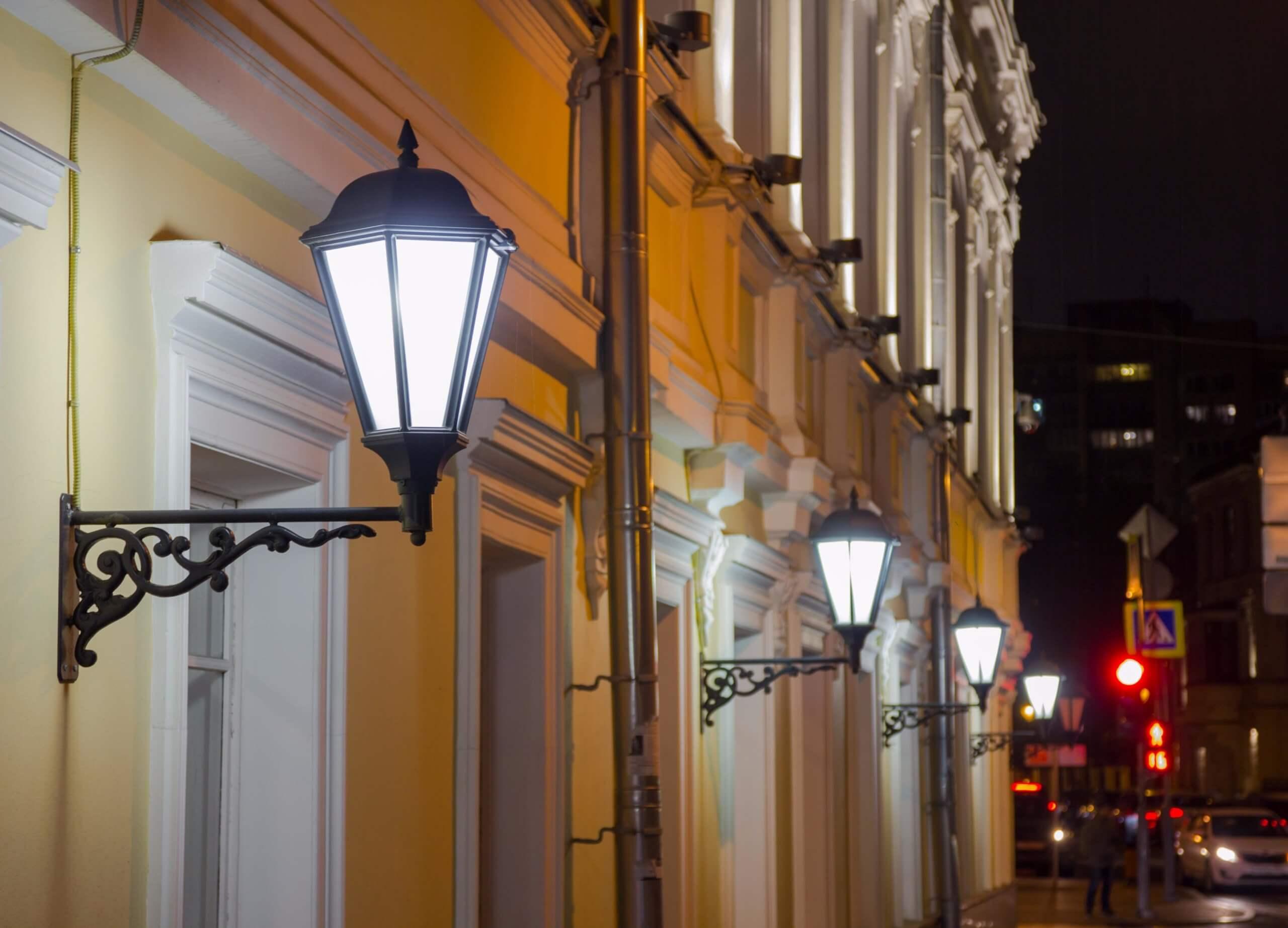 пример фасадного фонаря