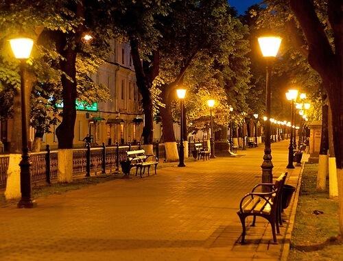 Уличное освещение тротуара