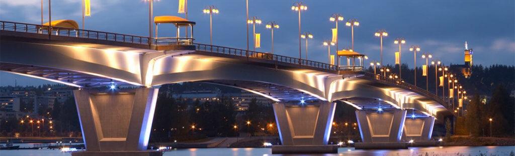 пример декоративного освещения городского моста