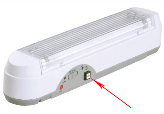Аварийный светильник с самоотжимной кнопкой