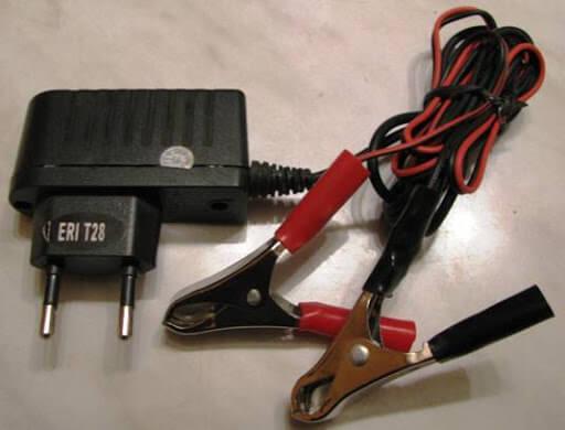 Проверка светодиода зарядным устройством от старого мобильного телефона