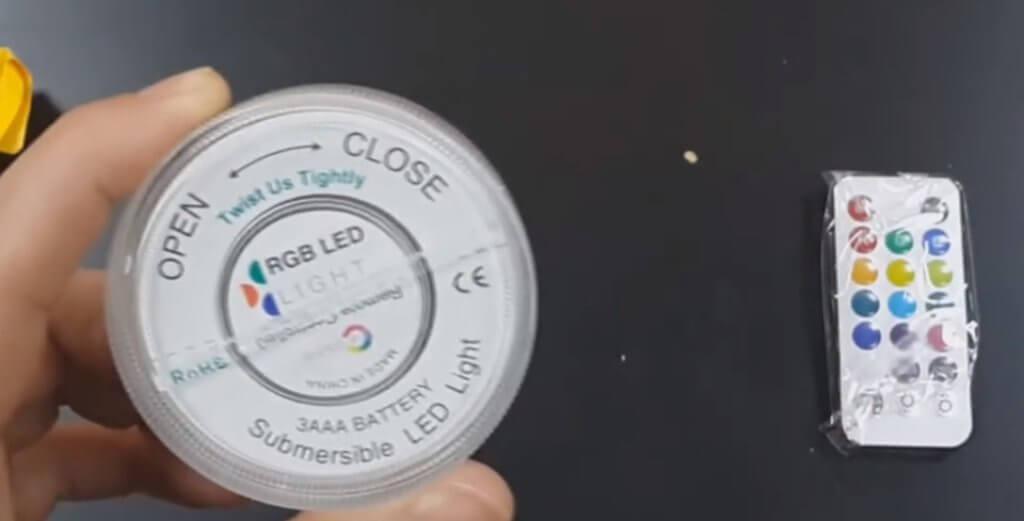 подводный светильник на батарейках с пультом (вид сзади)