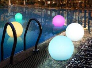 Расскажем о различных видах освещения бассейна и ее красивой реализации